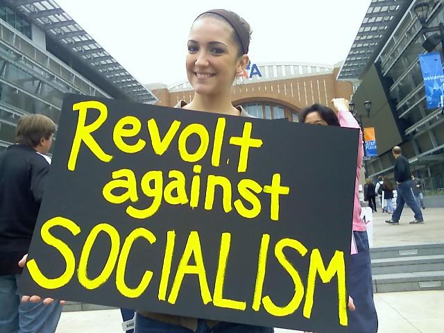 """Parte da direita americana enxerga o liberal Obama como """"ameaça socialista"""""""