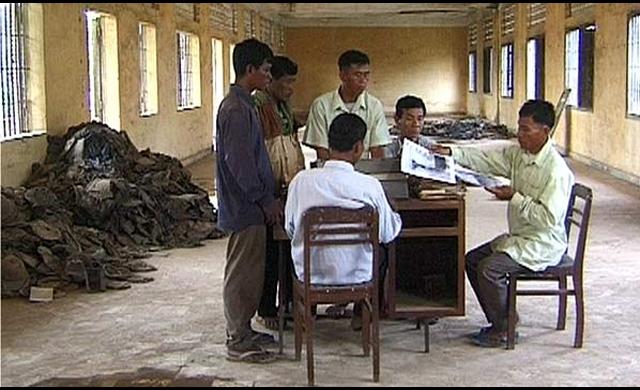 Em a Máquina de Morte do Khmer Vermelho, Panh narra a História do Camboja sem maniqueísmos