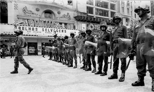 Simpósio 'O golpe de 1964 e a onda autoritária na América Latina' na USP