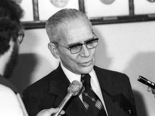 24 de abril Rubem Fonseca (fonte blog Monte de Leituras) no final dos anos 70 (2)