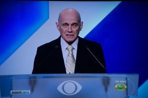 O  jornalista Ricardo Boechat conduziu o debate (Foto: Ramiro Furquim/Sul21)