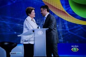Candidatos se despedem (Foto: Ramiro Furquim/Sul21)