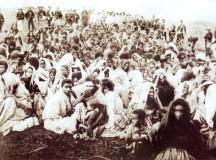 Seguidores de Antônio Conselheiro capturados pelo governo nos últimos dias da guerra (fonte: wikipedia)