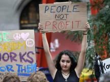 Protesto em Nova Iorque na crise financeira de 2008 (fonte: gawker)