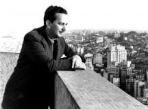 Garoto no alto do prédio do Banespa, na cidade de São Paulo, em 1954 (fonte: site Violão Brasileiro)