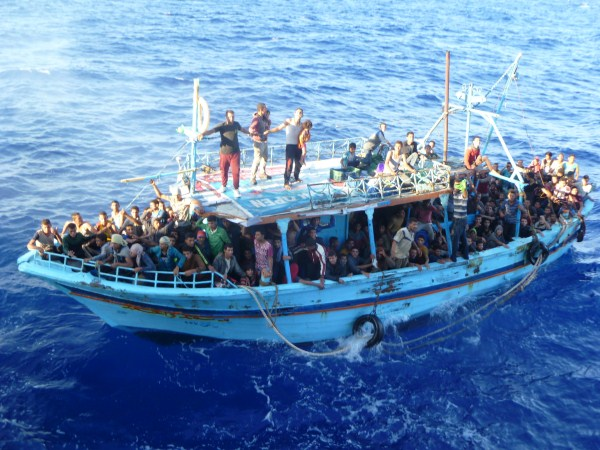 refugiados mediterrâneo