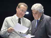 Delcídio do Amaral e o presidente do Senado, Renan Calheiros (foto de Waldemir Barreto da Agência Senado)