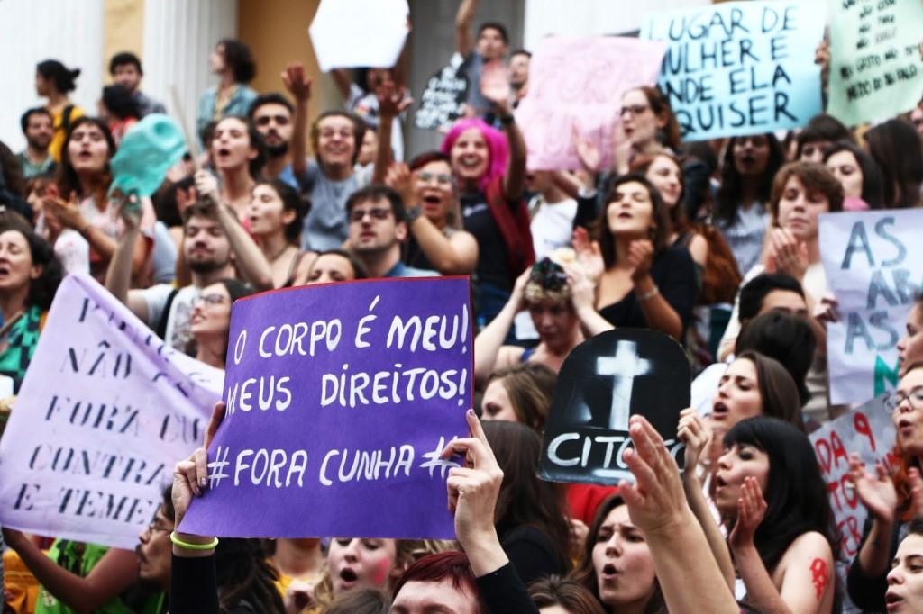 #foracunha