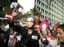 Manifestante com máscara de Eduardo Cunha no protesto no Rio de Janeiro (fonte: Agência Brasil)