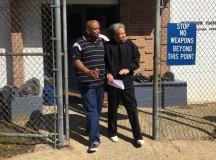 Albert Woodfox (à direita) permaneceu por 43 anos confinado na solitária da prisão Angola, no estado da Louisiania, nos Estados Unidos