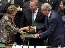 A presidenta Dilma Rousseff cumprimenta o Eduardo Cunha, presidente da Câmara dos Deputados no evento que marcou o início do ano legislativo