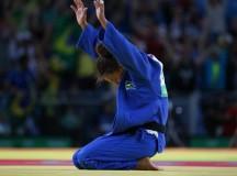 A judoca Rafaela Silva vence a medalha de ouro (crédito da foto: Roberto Castro/Brasil 2016)