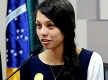 A estudante Ana Julia Ribeiro, 16 anos, chamou a atenção do público para as ocupações escolares em todo o país (fonte: Pragmatismo Político)