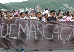 Protesto de estudantes indígenas no ENEI – Encontro Nacional de Estudantes Indígenas, em outubro no Pará (foto de Rubens Lopes)