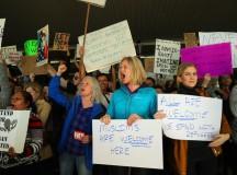 Protestos nos aeroportos contra as medidas xenófobas de Trump