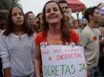 Manifestante na Praia de Copacabana no dia 28 de maio (foto de Tania Rego/Agencia Brasil)