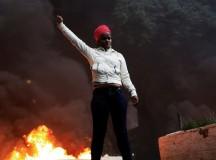 Manifestante na greve geral no dia 28 de abril (fonte: Reuters)