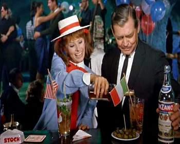"Sophia Loren e Clark Gable com uma boa ""dose"" de merchandising em It Started in Naples, 1960"